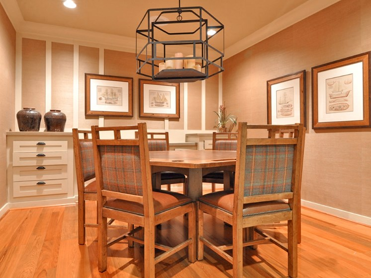 Separate Dining Area With Modern Amenities at Beacon Lakes Apartments