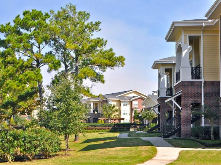 Walking Trails Along the Community at Beacon Lakes Apartments, TX,77539