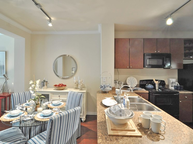 Clubhouse with Catering Kitchen at Beacon Lakes Apartments,77539