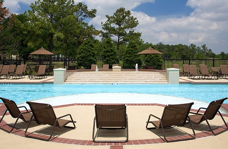 Resort-Style Pool With Pool Side Relaxing Area at Beacon Lakes Apartments