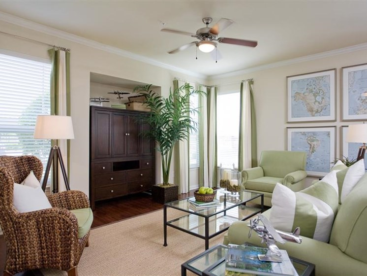Spacious Living Room With Oversized Windows at Beacon Lakes Apartments, 77539