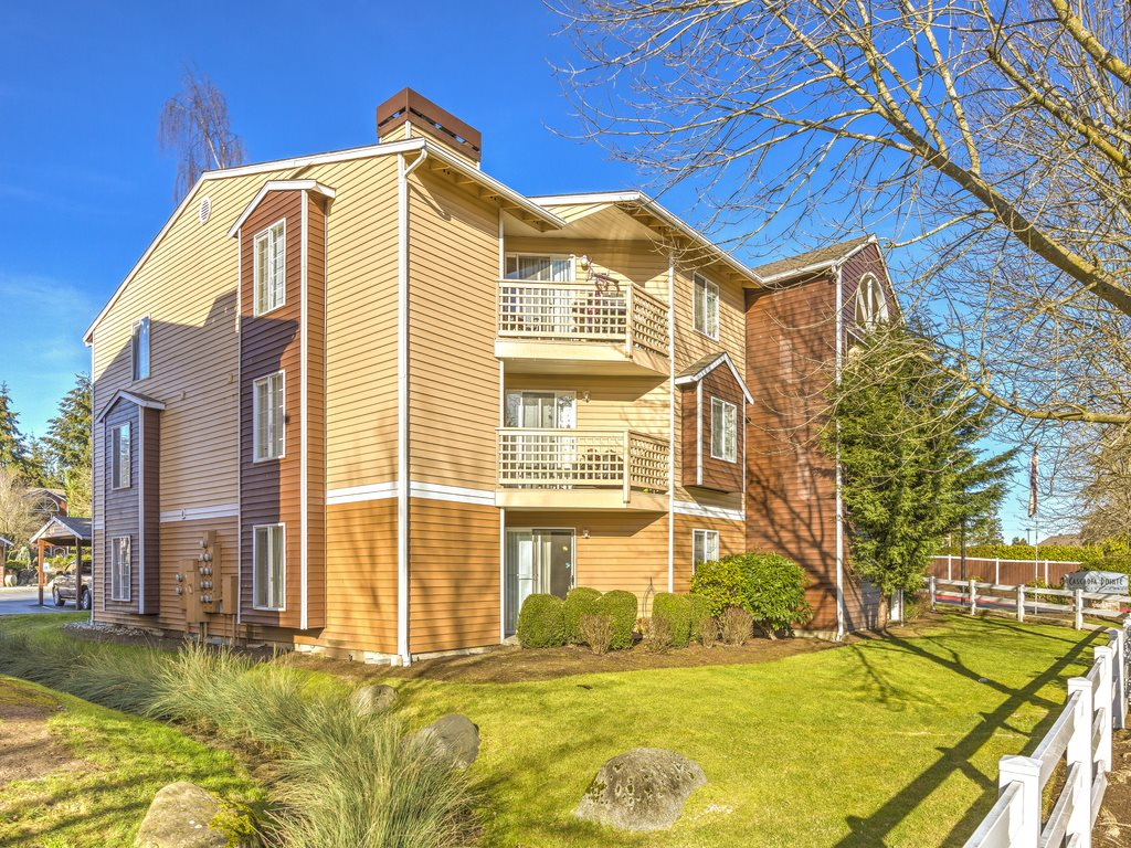 Apartments in Everett WA | Cascadia Pointe Apartments on Cascadia Outdoor Living Spaces id=69886