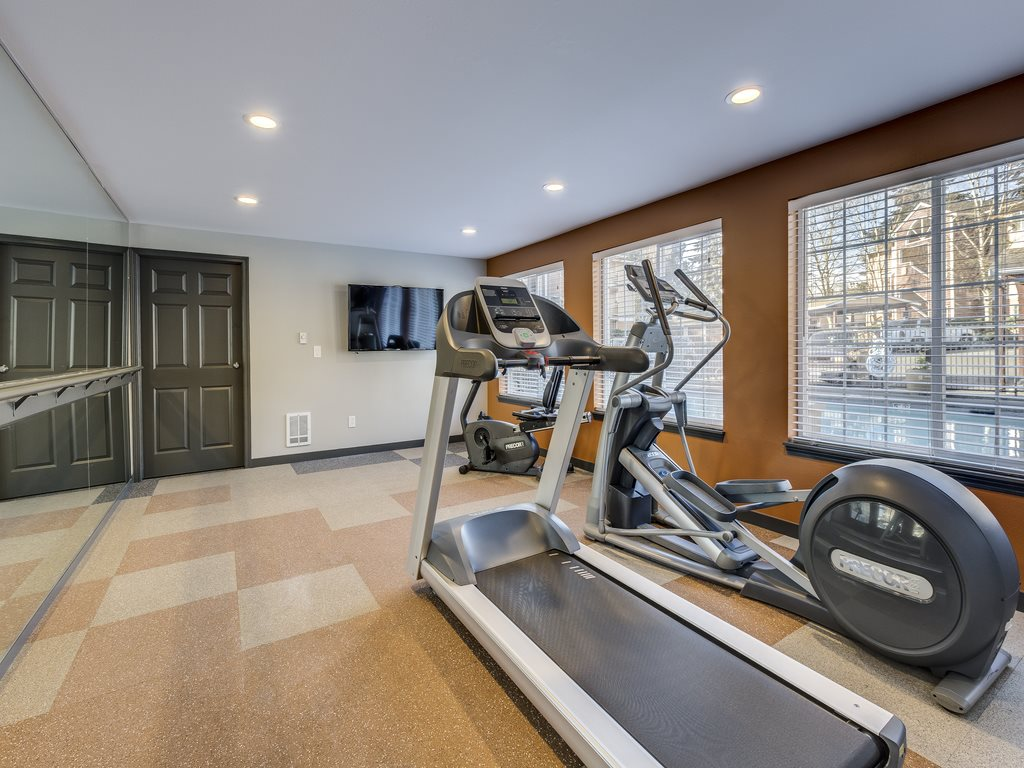 Cascadia Pointe, Everett, has Fully Equipped Fitness Center