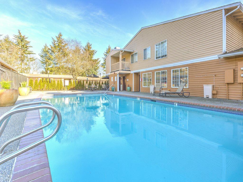 Cascadia Pointe, Everett has Sparkling Full Size Swimming Pool