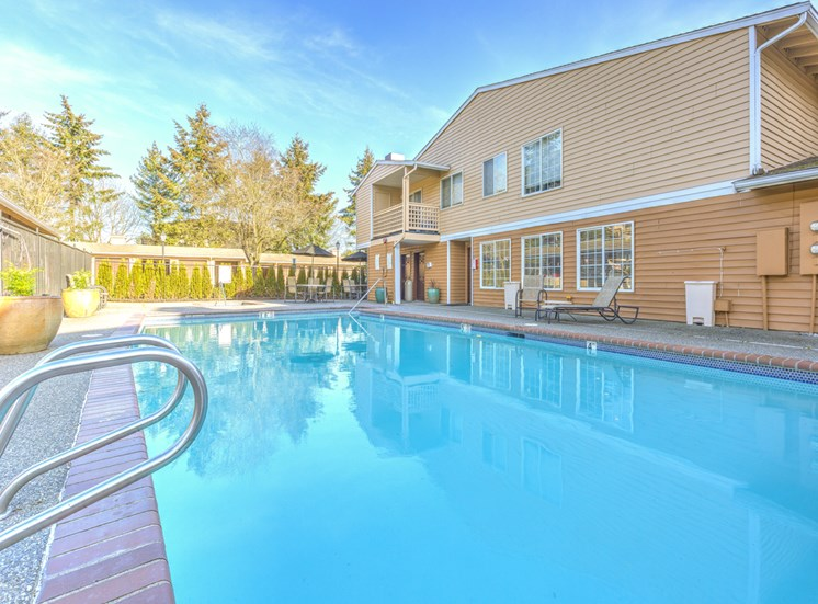 Cascadia Pointe, Everett has Sparkling Full Size Swimming Pool