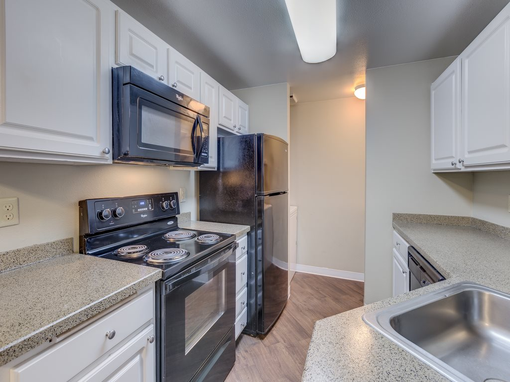 Fully Equipped Kitchen at Cascadia Pointe, Everett, 98204
