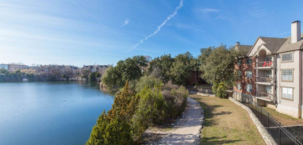 Lakeside Running and Walking Trail at Estate on Quarry Lake Apartments, 78759