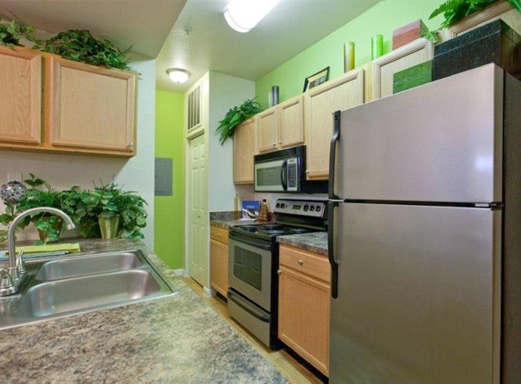 Estate on Quarry Lake Apartments, Austin, TX,78759 has Fully equipped kitchen, Austin Texas