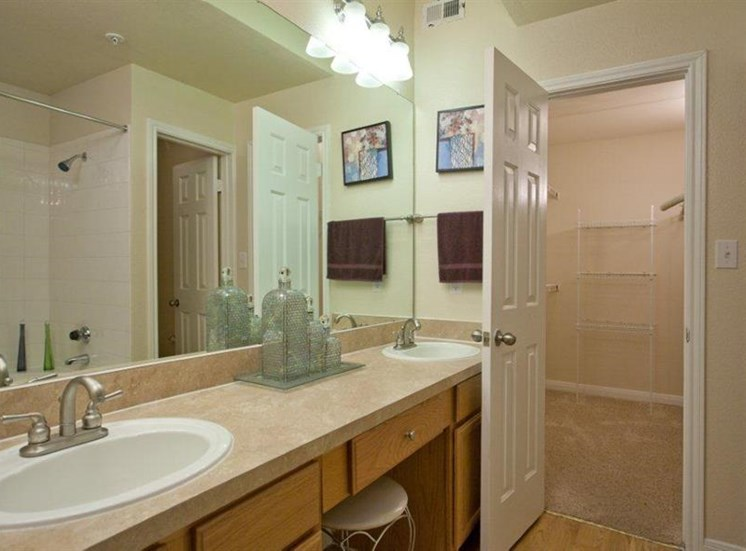 Spacious Bathrooms With Modern Lightning at Estate on Quarry Lake Apartments, Austin, TX,78759