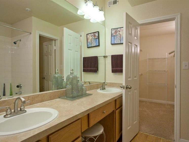 Spacious Bathrooms With Modern Lightning