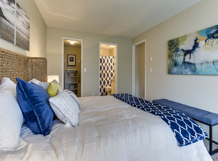 Live in cozy bedrooms at Fulton's Crossing Apartments, Washington 98208