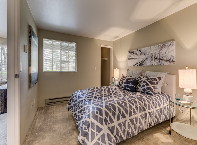 Live in cozy bedrooms With Modern lighting at Fulton's Crossing Apartments, Everett, WA 98208