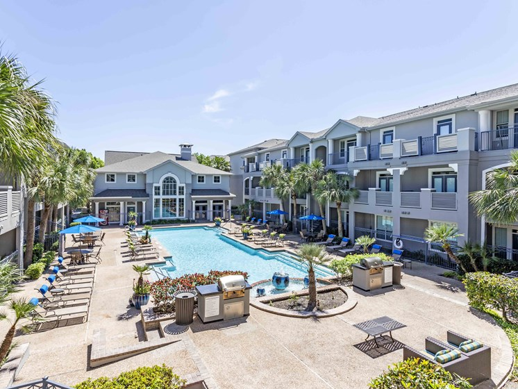 Pool Side Relaxing Area With Sundeck at Kirby Place Apartments, Houston, 77030