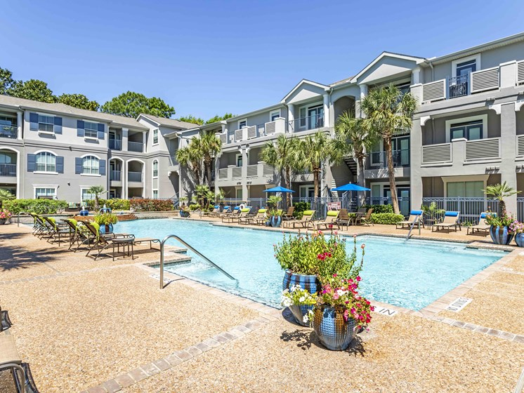 Marvelous Sundeck at Kirby Place Apartments, Houston, Texas