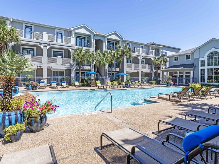 Outdoor Swimming Pool at Kirby Place Apartments, Texas, 77030
