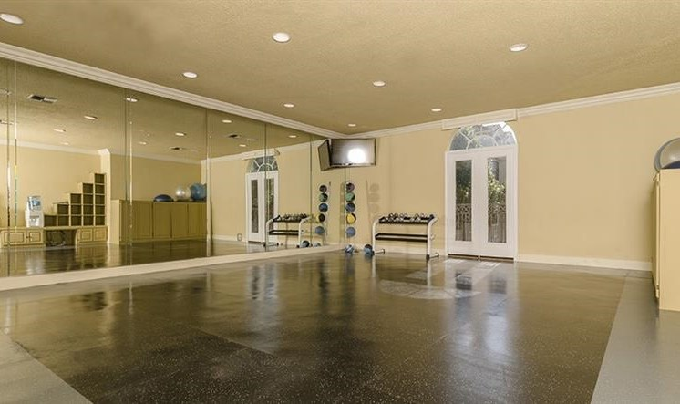 Yoga/Pilates Room at Kirby Place Apartments, Texas, 77030