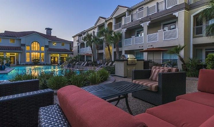 at Kirby Place Apartments, Houston, TX,77030 has Poolside Lounge with Grills