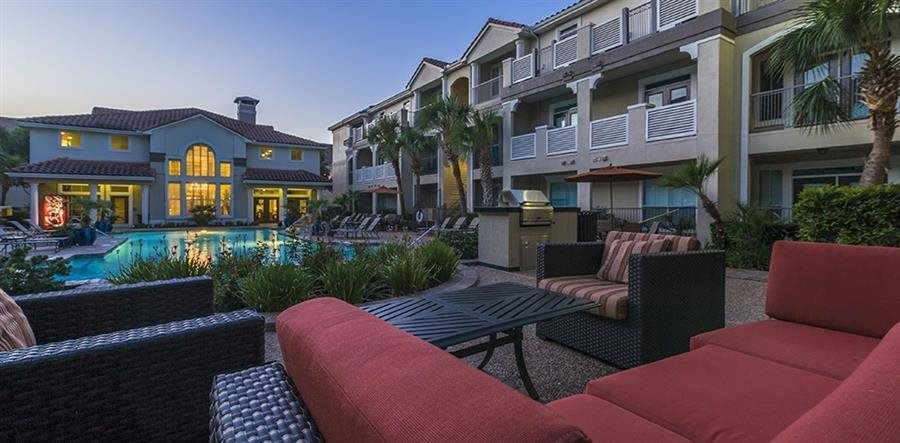 Poolside Lounge with Grills at Kirby Place Apartments in Houston Texas