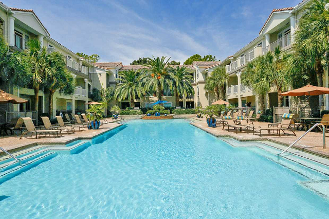 resort style pool at Kirby Place Apartments, Houston, TX,77030