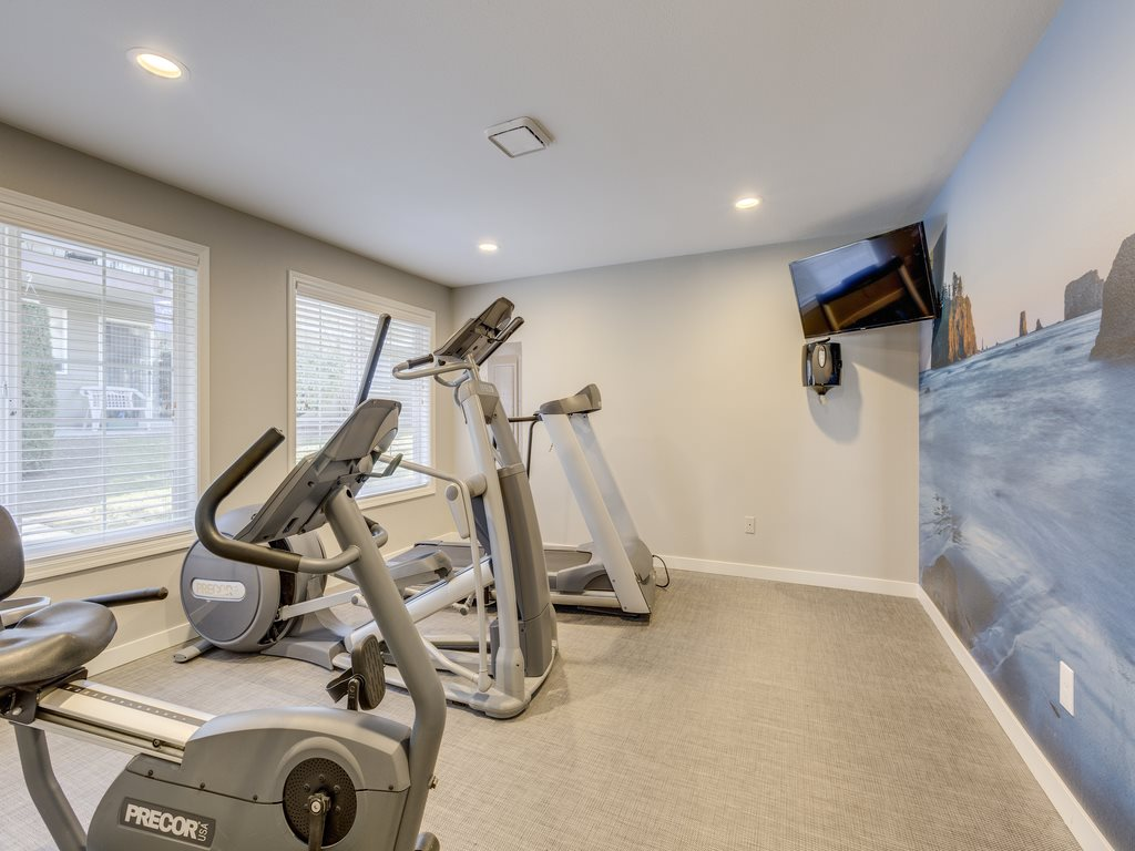 24-Hour Fitness Center at Mirabella Apartments, 805 112th St SE, Everett, WA