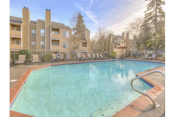 Resort-Style Pool at Nickel Creek Apartments, Lynnwood, WA 98036