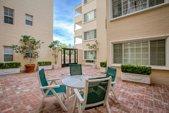 433 N. Palm Dr. 1-3 Beds Apartment for Rent Photo Gallery 1