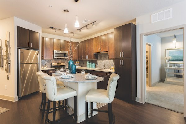 gourmet style kitchen with eat-in island