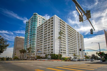 10390 Wilshire Blvd. 3 Beds Apartment for Rent Photo Gallery 1