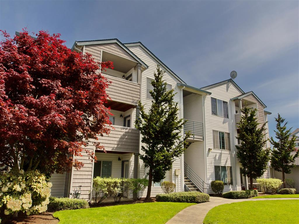 Lush Landscape  Hanover Apartments For Rent in Beaverton, OR