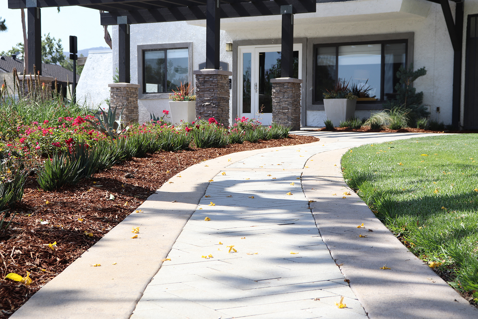 Walkway at Monte Vista Apartment Homes, La Verne, CA