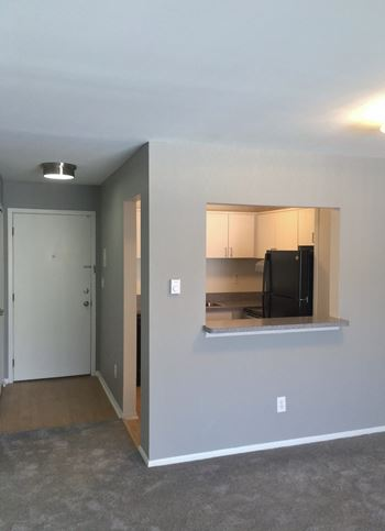 2580 Oxford Road B-5 1 Bed Apartment for Rent Photo Gallery 1
