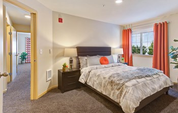 21800 Pacific Highway S 3 Beds Apartment for Rent Photo Gallery 1