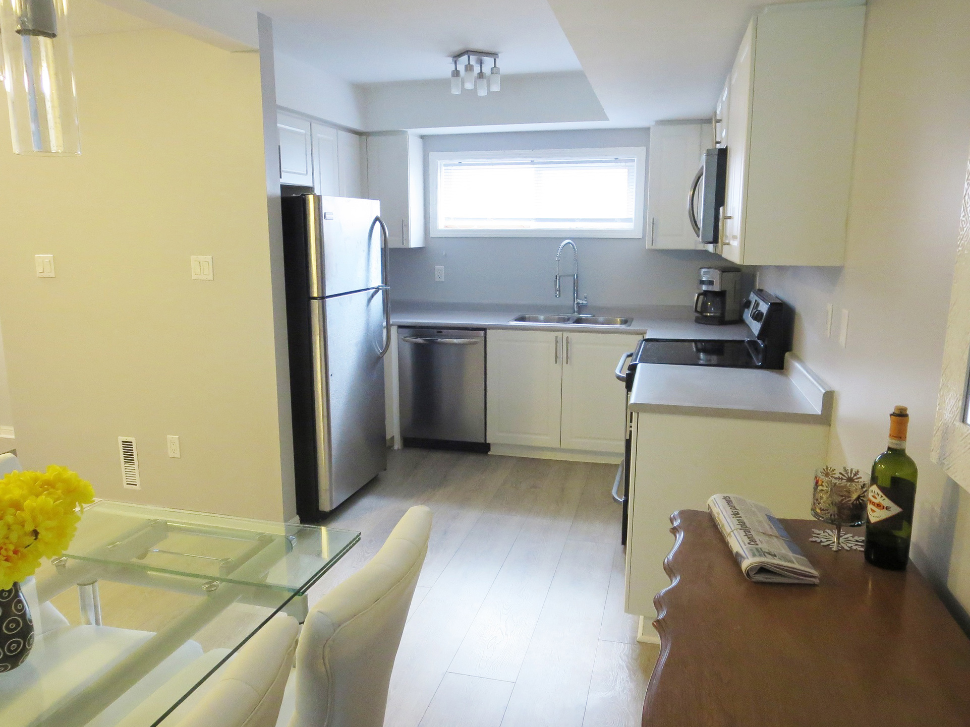 Superior 237 Ferndale Drive South 3 Beds Condo For Rent Photo Gallery 1