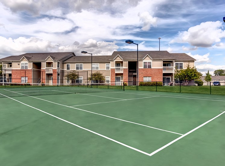luxury amenities park at eagle creek apartments