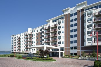 1 Harbor Square 1-2 Beds Apartment for Rent Photo Gallery 1