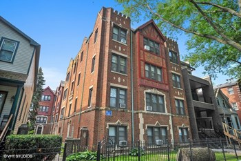 1461-65 W. Byron St. Studio Apartment for Rent Photo Gallery 1
