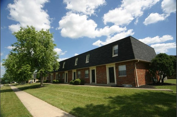 Bayberry place townhomes 2300 deewood dr columbus oh rentcaf for 3 bedroom apartments in westerville ohio