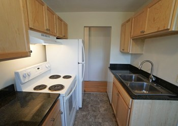 807 Como Ave. 1-2 Beds Apartment for Rent Photo Gallery 1