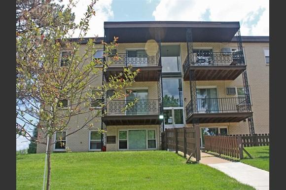 Maple View Apartments 380 400 West Lapentuer St Paul Mn Rentcaf