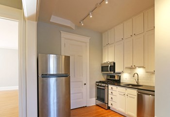 929 Summit / 21 N. Milton Studio-2 Beds Apartment for Rent Photo Gallery 1