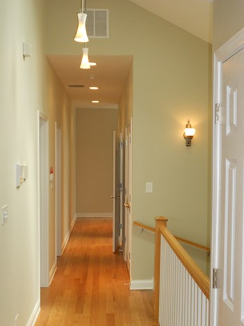 436 E. 48th Pl 3-4 Beds Apartment for Rent Photo Gallery 1