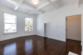 312 Baker Street Studio-2 Beds Apartment for Rent Photo Gallery 1