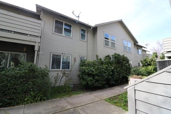 2153 Poplar Dr. #1-4 3 Beds Apartment for Rent Photo Gallery 1