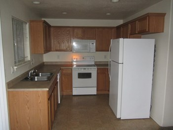 1039 Garfield A & B 2 Beds Apartment for Rent Photo Gallery 1