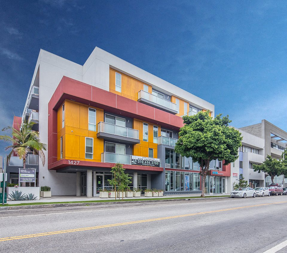 Homepage slider - Exterior front 1427-7th-Street-Santa-Monica-Apartment