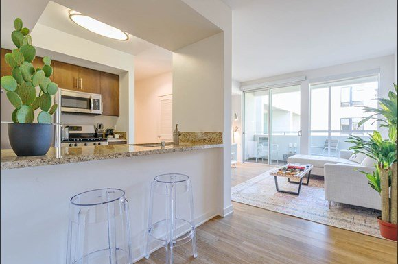 Santa-Monica-Luxury-Apartments-1548-6th-Gourmet-Kitchen-With-Island