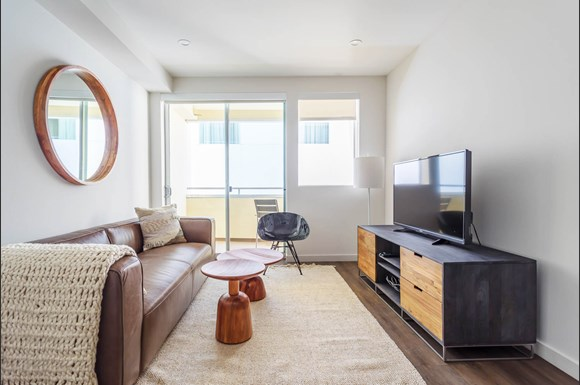 Santa-Monica-Luxury-Apartments-1548-6th-Living-Room-With-Television