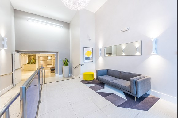 Santa-Monica-Luxury-Apartments-1548-6th-Interior-lobby-Area