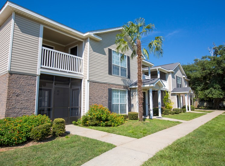 Building Exterior at Grande View Apartment Homes, Biloxi, MS 39531