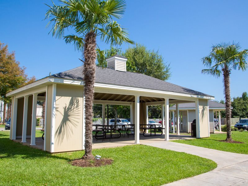 Picnic Area  at Grande View Apartment Homes, Biloxi
